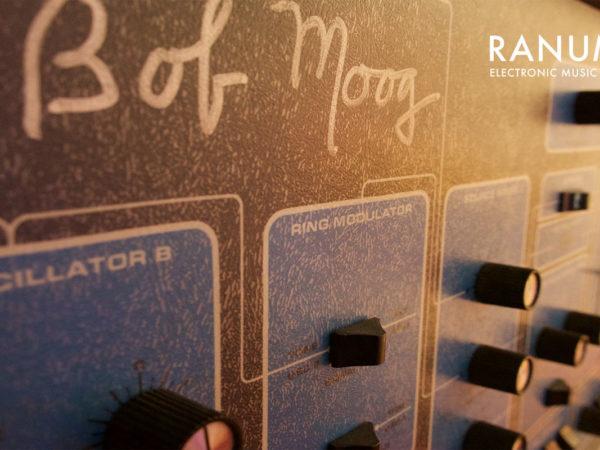 rs-gear-moog-sonic-six-1280x800-legende