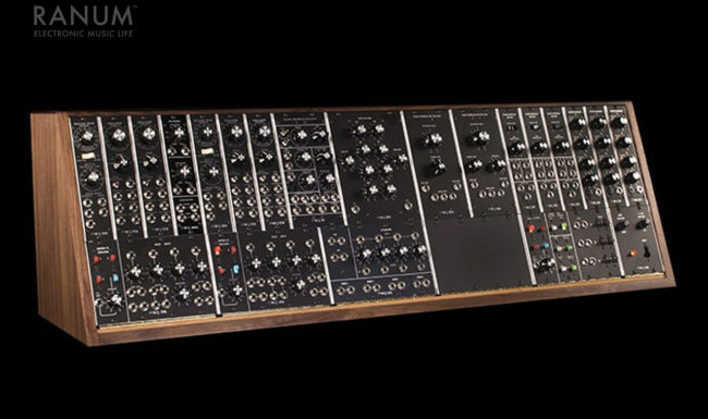 rs-gear-moog35-promo-image-w1280-legend