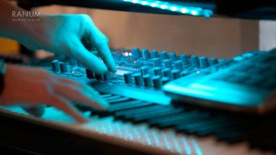studio-gear-access-virus-ti-hands-1280x720
